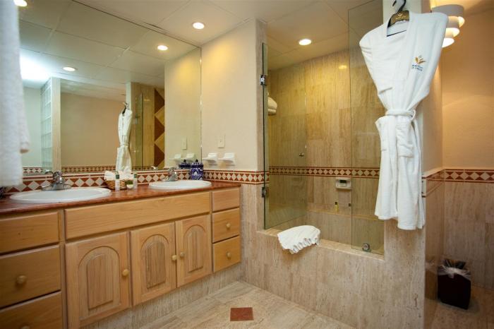 Cabo San Lucas Villa Del Palmar 2 Bedroom Master Bathroom