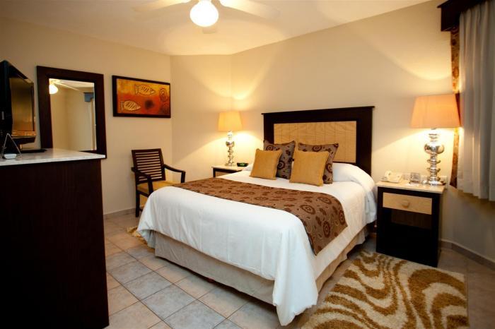 Cabo San Lucas Villa Del Palmar 2 Bedroom Master Bedroom