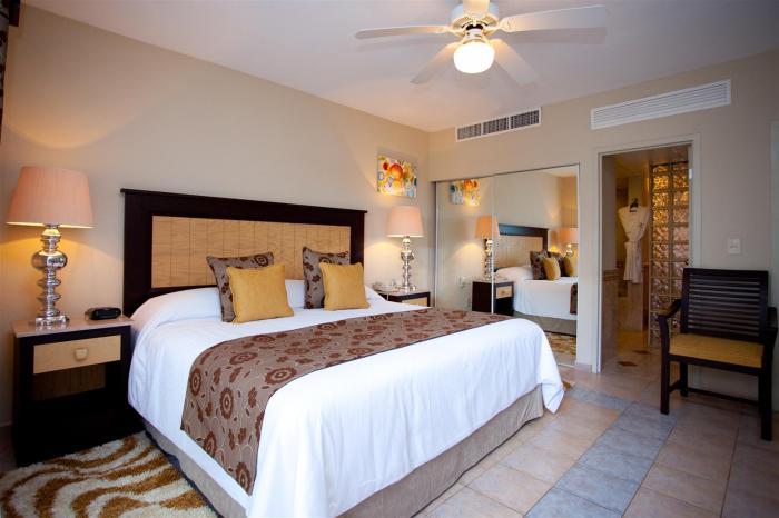 Villa Del Palmar Penthouse 3606 Master Bedroom